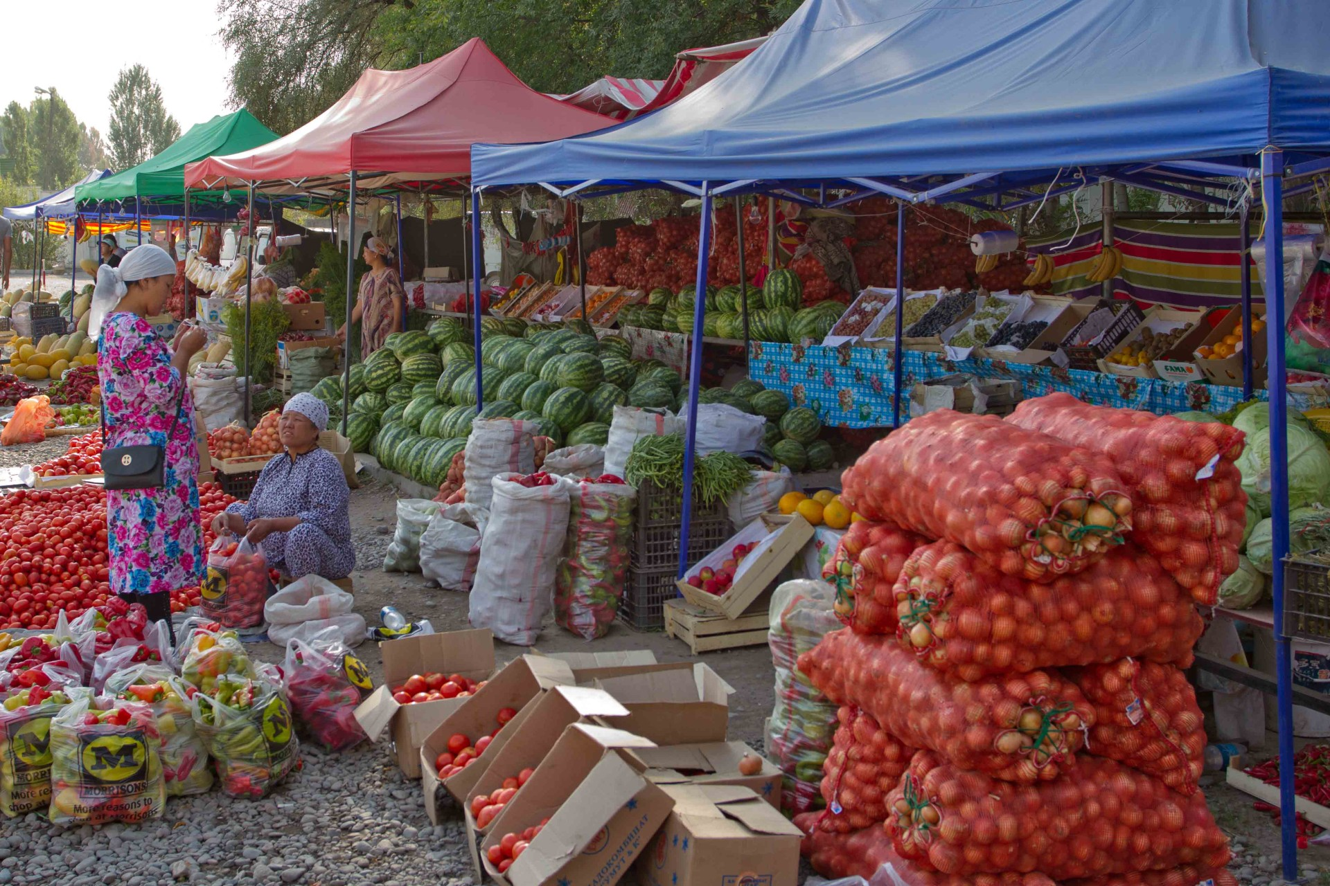 market on the way to Issyk Köl