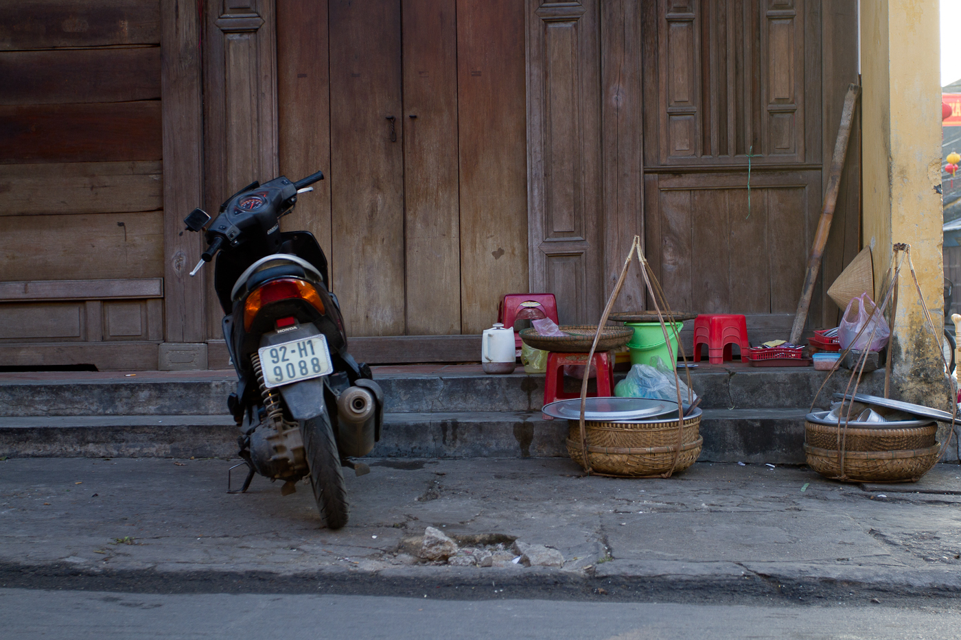Until morning. Objects awaiting their owners in Hoi An