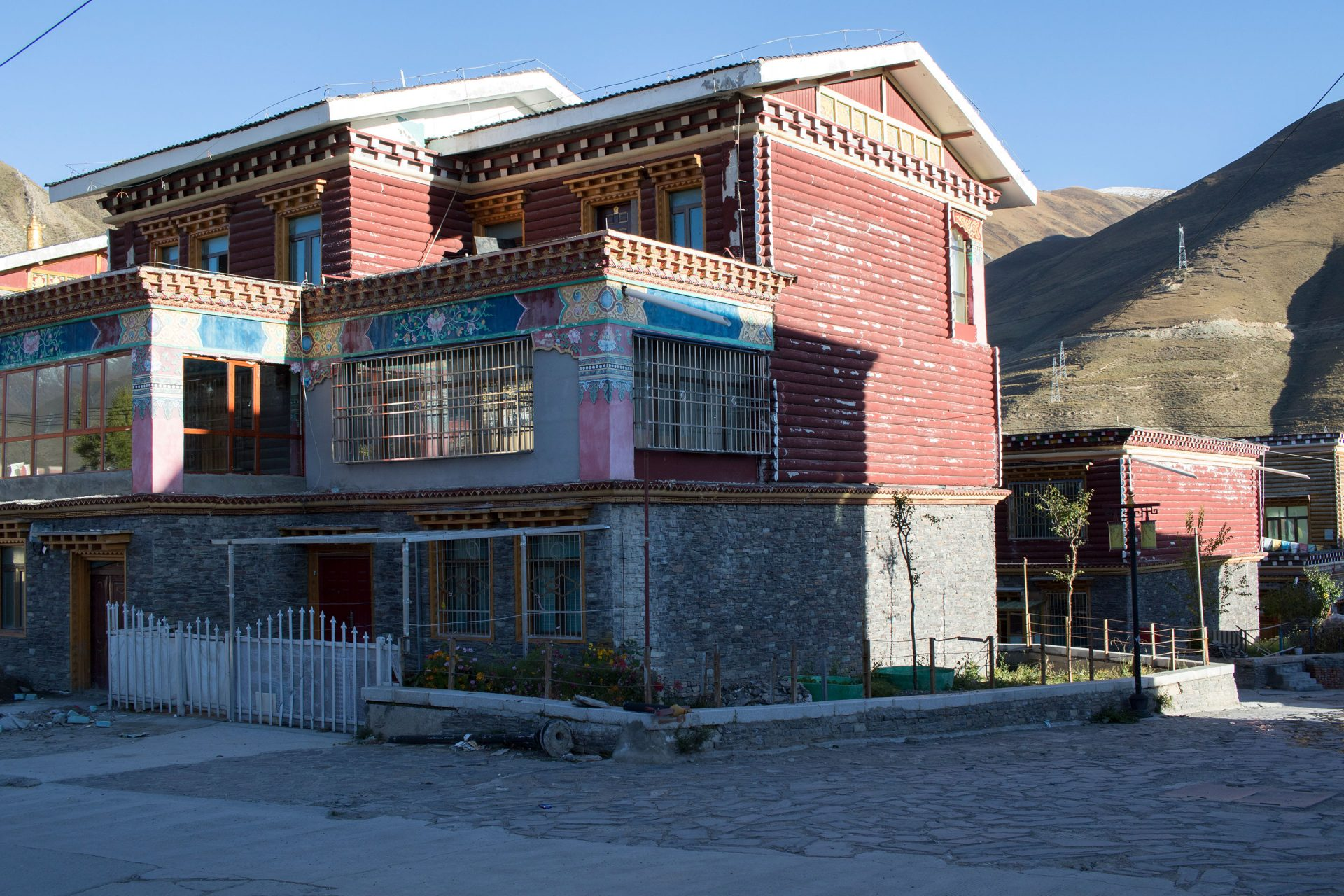 Remnants of old Tibetan style buildings that survived the devastating earthquake.