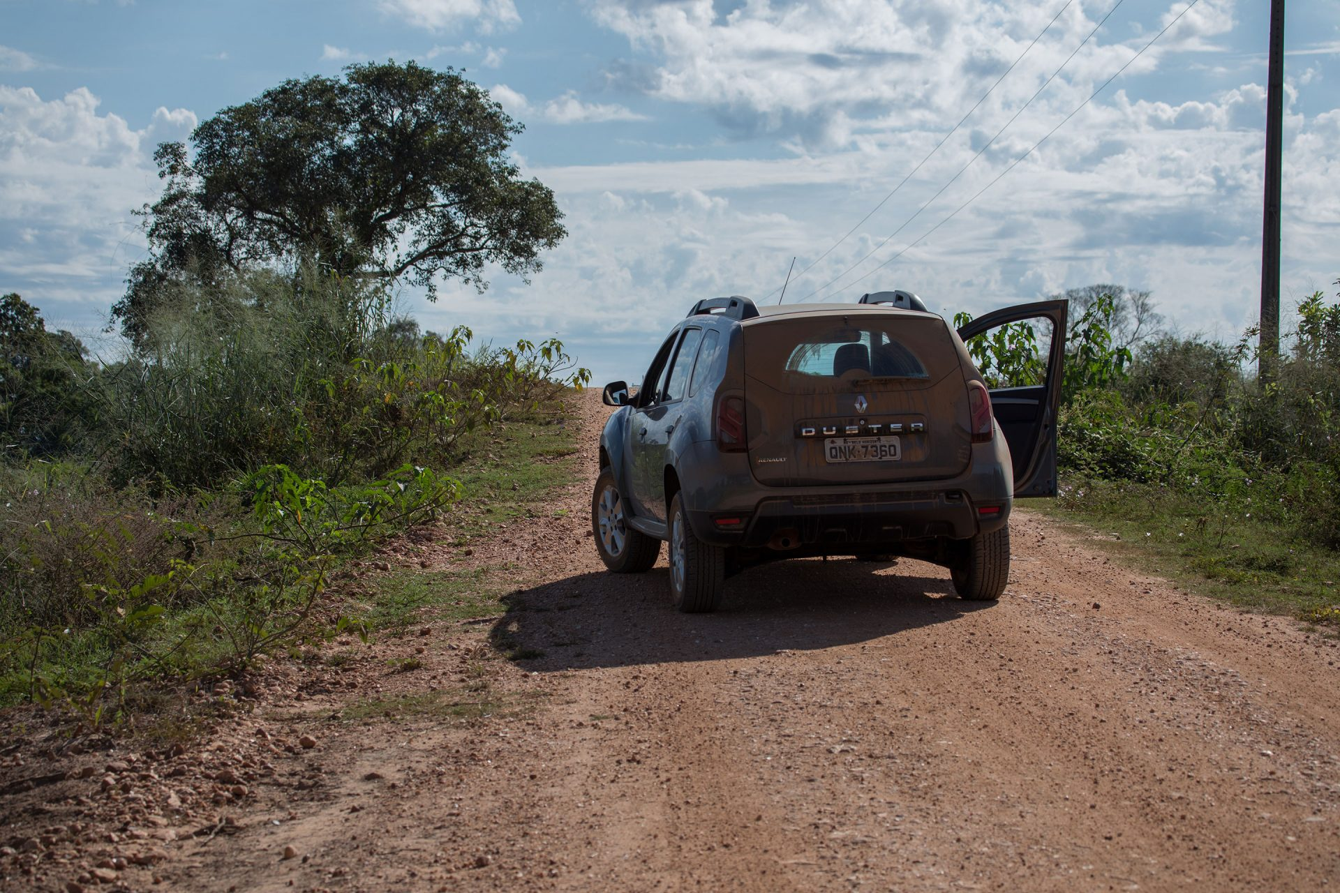 The transpantaneira, the road through the northern Pantanal, was  mostly flooded in May. There were hardly any other visitors to the area and we experienced dry, dusty conditions.